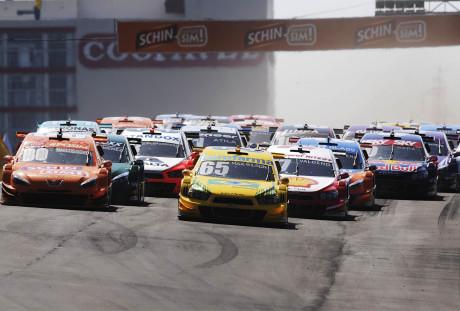Na segunda corrida, grid invertido para os 10 primeiros (Foto Duda Bairros)
