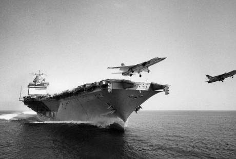 Dois Vigilantes decolam em paralelo (US Navy)