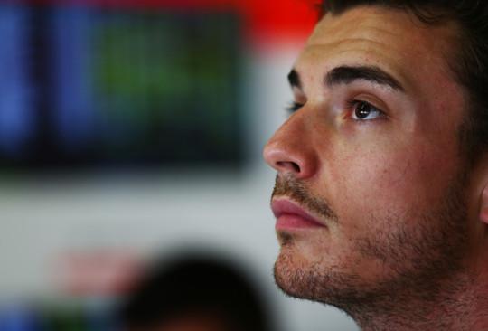 Chuva e acidentes marcam GP do Japão. Bianchi segue hospitalizado 20141007 JulesBianchi 01 Marussia