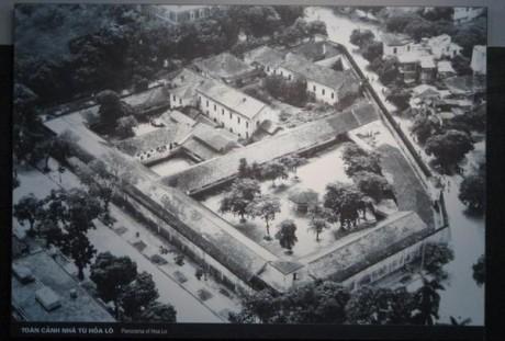 """Prisão Hoa Lo, apelidada """"Hanoi Hilton"""" (Historynet.com)"""