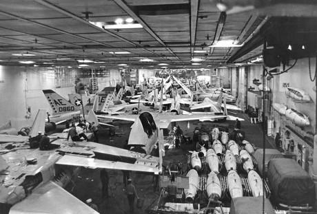 USS_Enterprise_(CVN-65),_hangar_view_1964