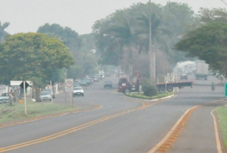 Cidade sufocada pela fumaça da queimada (regiaonews.com.br)