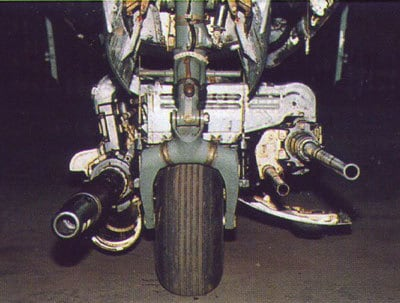 Vista dianteira permite ver a diferença de calibre entre os canhões (talkingproud.us)