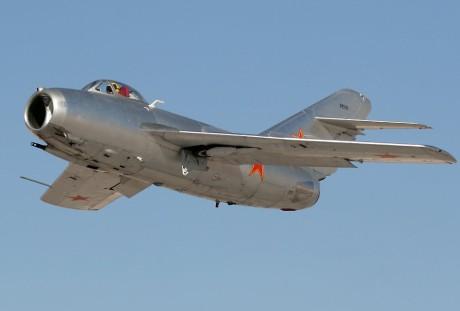 MiG-15 em vôo nos EUA, de propriedade de particular. Um avião cultuado por entusiastas (taringa.net)