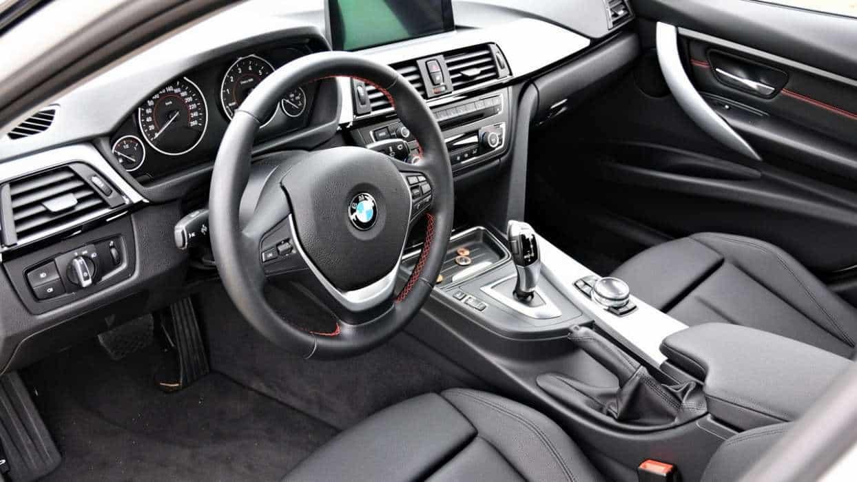 Interior caprichadíssimo  BMW 320i ACTIVE FLEX, NO USO BMW 320i ActiveFlex AUTOentusiastas 11