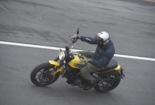 A Ducati convocou a imprensa especializada para rodar na novidade em Palm Springs, na Califórnia