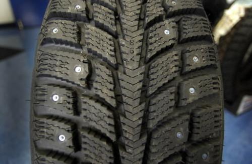 studded-tire  ENTRANDO NUM FRIA. OU DIRIGINDO NA NEVE studded tire