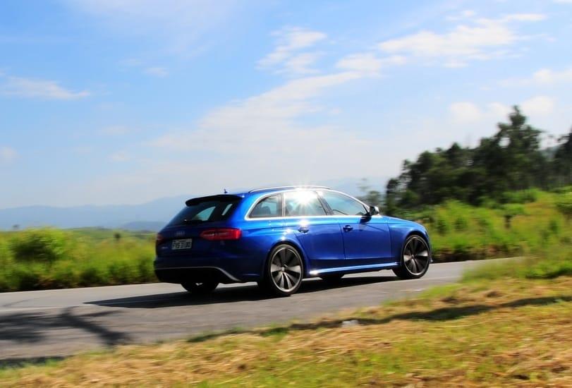 Audi RS 4 Avant 01 AUTOentusiastas reframed