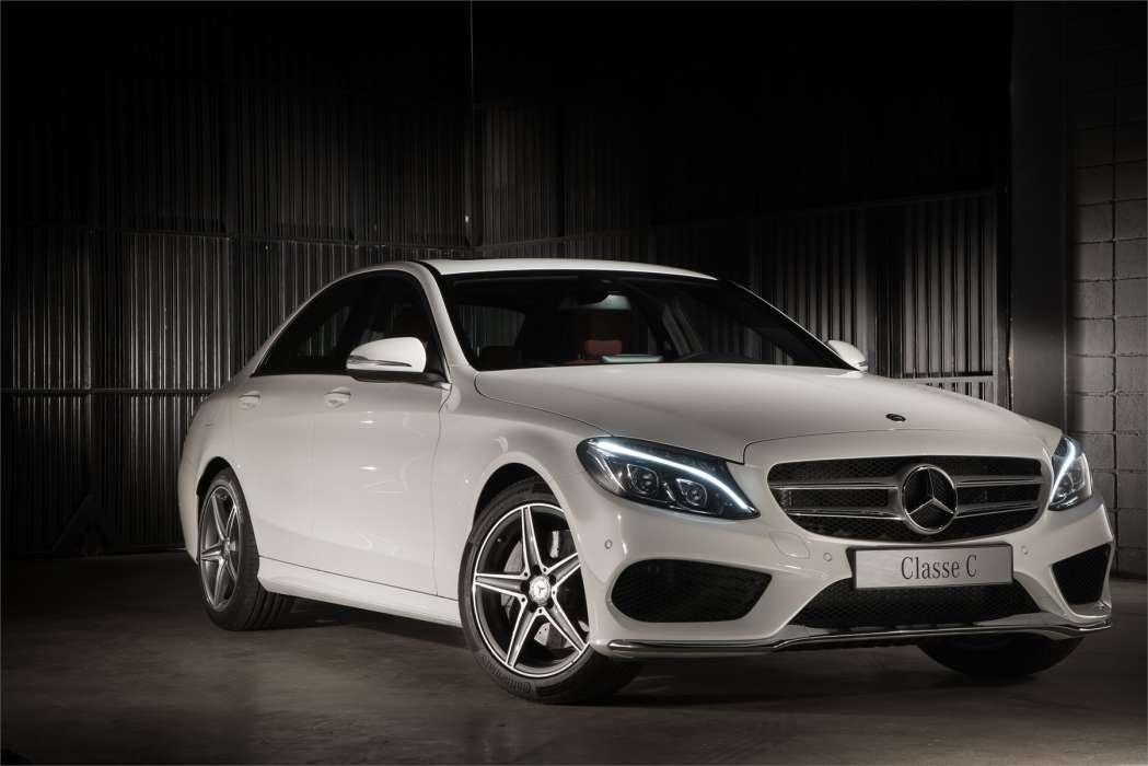 Foto Legenda 01coluna 0815 - Mercedes classe c