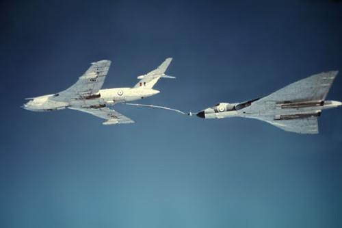 Handley Page Victor de reabastecimento, alimentando um Vulcan (avrovulcan.org.uk)