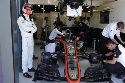 Jenson Button vê o lado sombrio da vida de um campeão mundial (Foto McLaren)