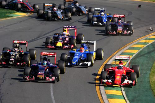 Carlos Sainz Jr (#55) começou a impor sua experiência frente a Max Verstappen (Foto Red Bull)