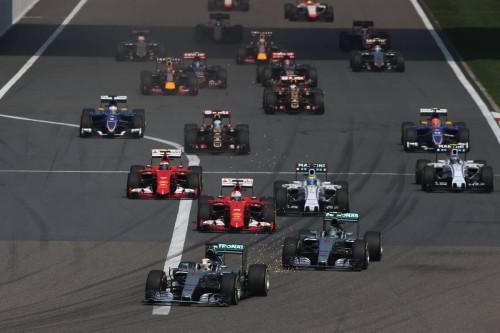 Largada do GP da China: domínio de Hamilton desde o início (Foto Mercedes Benz)   Mesmo com tempo quente em Xangai, confesso que dormi largada do gp da china