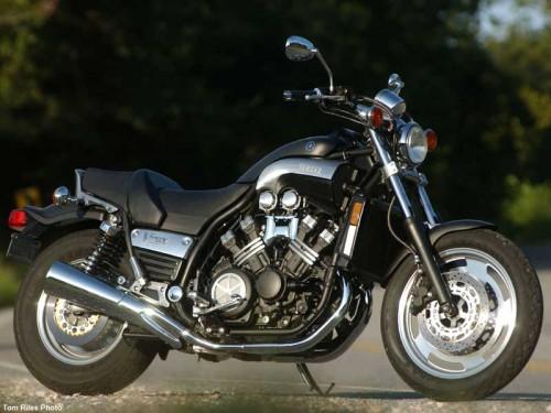 A roda de disco com aberturas, mais robusta que a primeira de raios (motorcycle-usa.com)