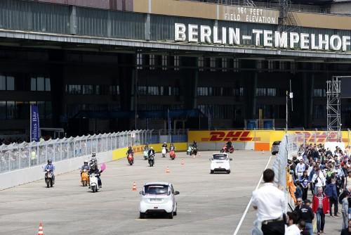 Prova teve o maior fesfile de carros elétricos já realizado: 577 veículos de duas, três e quatro rodas (foto F-E.com)