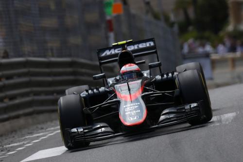 Jenson Button andou sempre nos top 10 e obteve os primeiros pontos da equipe em 2015 (foto McLaren Media Centre)
