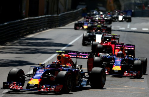 Kvyat e Ricciardo fizeram jogo de equipe no final (foto RedBull/Dan Istitene/Getty Images)
