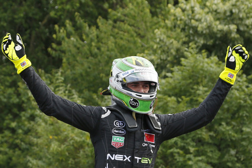 Nelsinho Piquet celebra título na F-E (foto Adam Warner/LAT Photographic/Formula E)