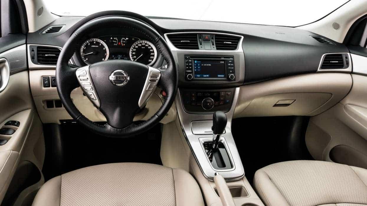 "Unique, com interior cinza e bege, a Nissan chama isso de ""greige"" (gray + geige)  NISSAN SENTRA 2016, o BBB UNIQUE 28"