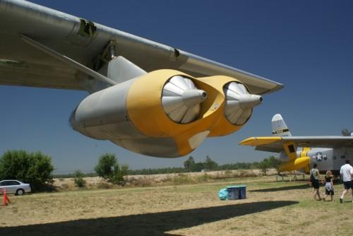 Entradas de ar fechadas, para diminuir arrasto quando os motores não eram usados (Flickriver)