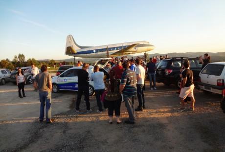 Final de tarde e final de passeio ao lado do avião