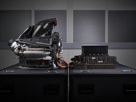 A unidade de potência da Mercedes Benz, a mais potente da atualidade (foto Mercedes-Benz)  Toma lá, dá cá 20150804 Merc PowerUnit Merc