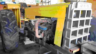 Trator V8 1
