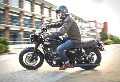 Rider 2  TRIUMPH BONNEVILLE 2016: 100% NOVAS, MAS IGUAIS Rider 2