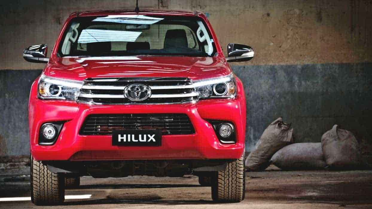 Vermelho Volcano: essa cara apenas um pouco mais comportada não esconde toda a força e resistência desse ícone nova toyota hilux srx 2016 TOYOTA HILUX SRX 2016 (COM VÍDEO) Toyota Hilux 8a ger AUTOentusiastas 57