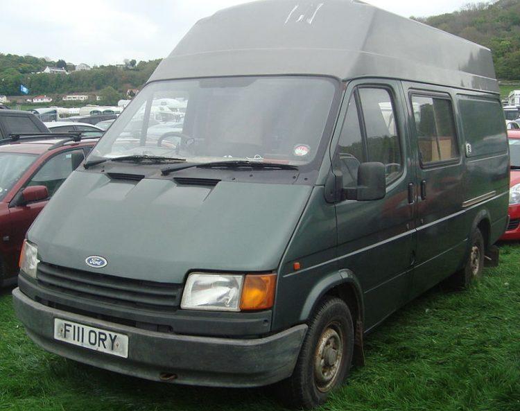 1989_Ford_Transit_190_(14125330363)