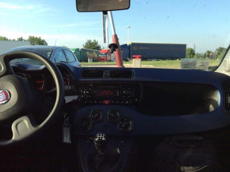 Rádio CD multimídia, simples e funcional  FIAT PANDA, 2.400 km NA EUROPA 20140611 172344531A iOS