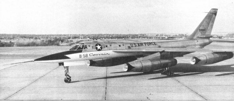 XB-58, o primeiro protótipo, sem casulo, mostra linhas esguias (USAF)  B-58 HUSTLER, O PRIMEIRO BOMBARDEIRO SUPERSÔNICO 50660 photo flick river