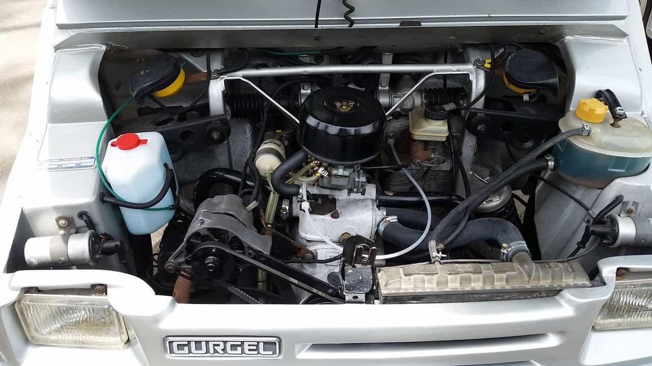 Motor Enerton, boxer de dois cilindros resfriado à água, que fazia 19 km/l (5,3 l/100 km). Todos os componentes em estado de Zero quilômetro!