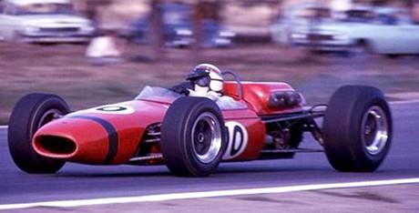 Jackie Stewart também competiu na Tasman Cup com Brabham BT11 (foto Primitivo) e BRM