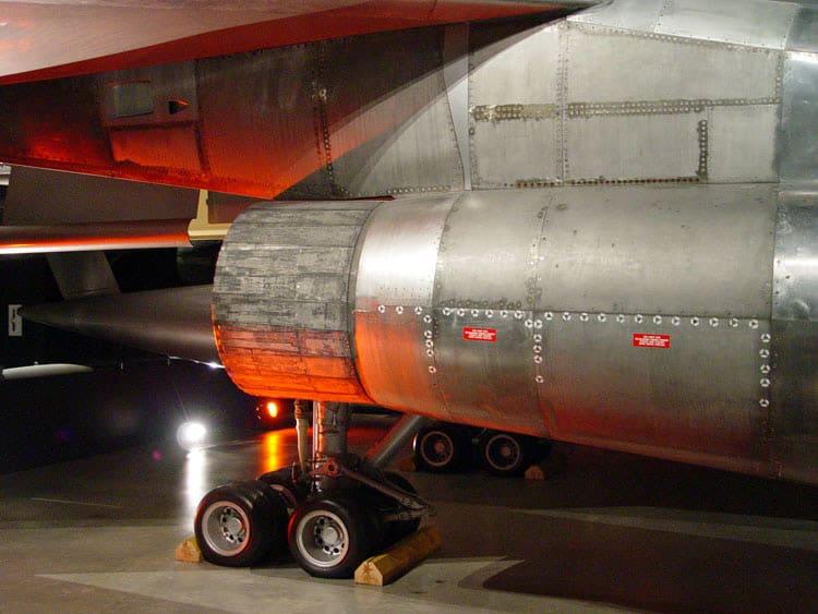 Pneus tem pequenas dimensões pelo porte do avião (svsm.org - John Heck)  B-58 HUSTLER, O PRIMEIRO BOMBARDEIRO SUPERSÔNICO DSC10229