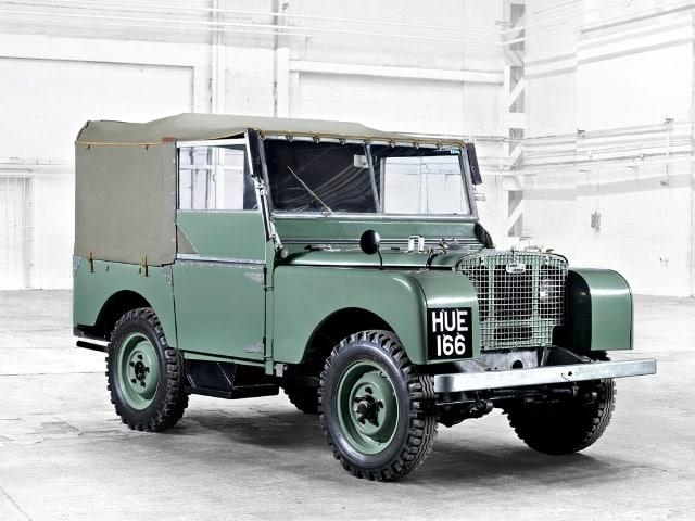 Land Rover Serie I, com a lendária placa HUE166. Fonte: Bearmach  DEFENDER, O FINAL DE UMA LENDA LR SerieI hue166