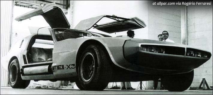 Porta em asa-de-gaivota, freio aerodinâmico, um carro diferente (foto: www.allpar.com)