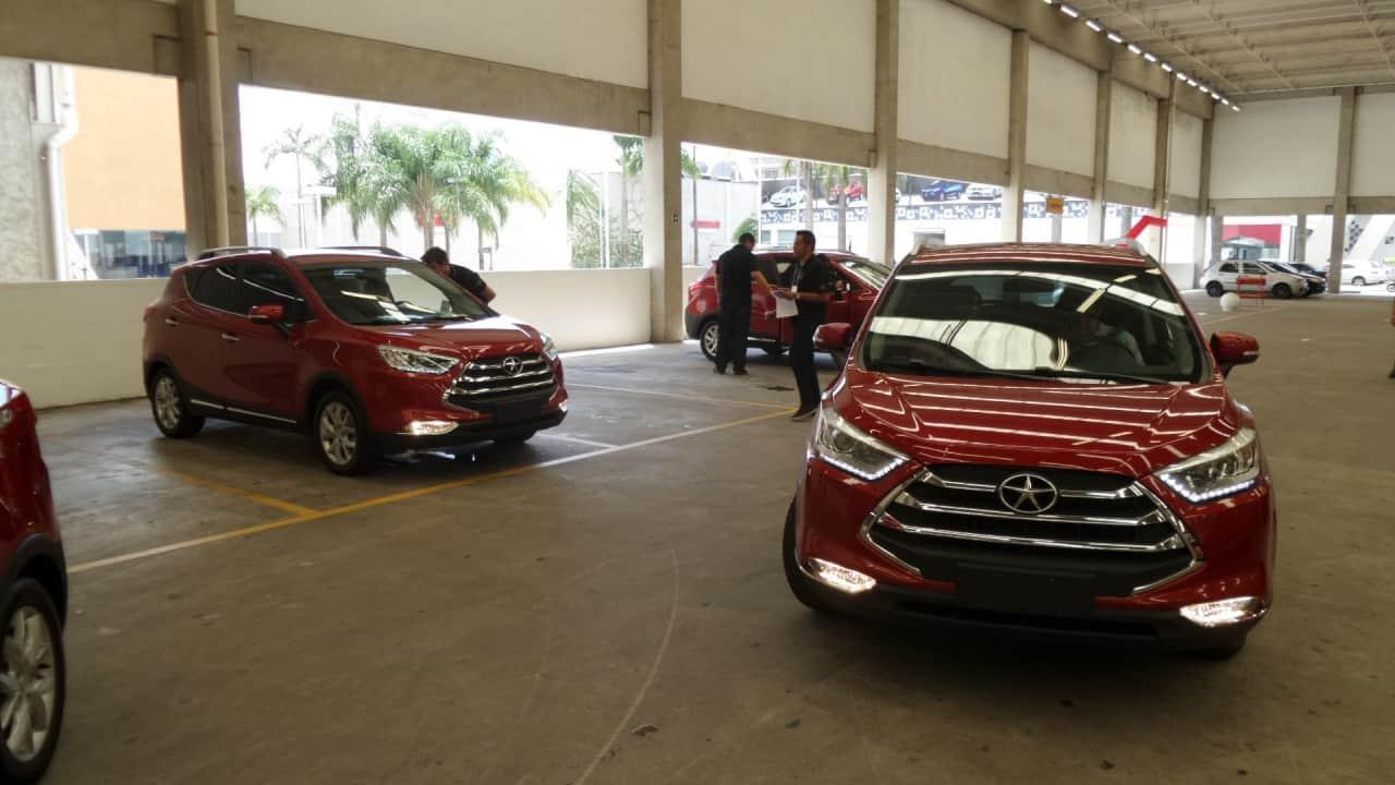 Os T5 deixando o estacionamento do Auto Shopping Aricanduva
