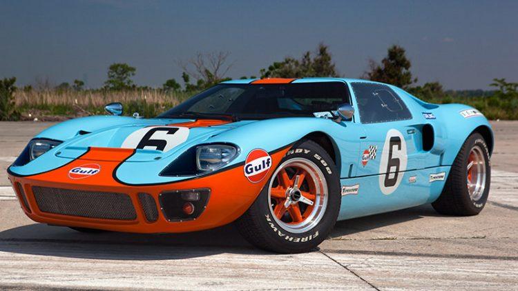 Ford GT40. Do tempo em que carro de corrida também valorizava a beleza (foto: classiccarclubmanhattan. com)