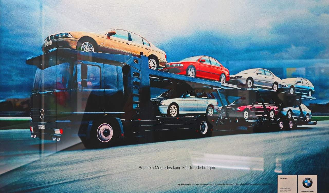 """Propaganda: """"Um Mercedes também pode trazer prazer ao dirigir"""", incontestável  BMW, 100 ANOS Propaganda BMW"""