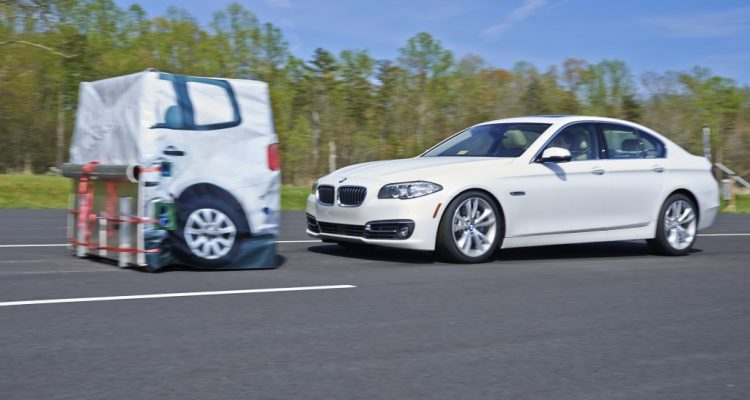 bmw-5-series-brakes-for-target-in-iihs-test_100468358_l