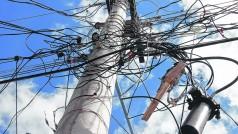 Coluna 27-4-16 cabos eletricos foto1