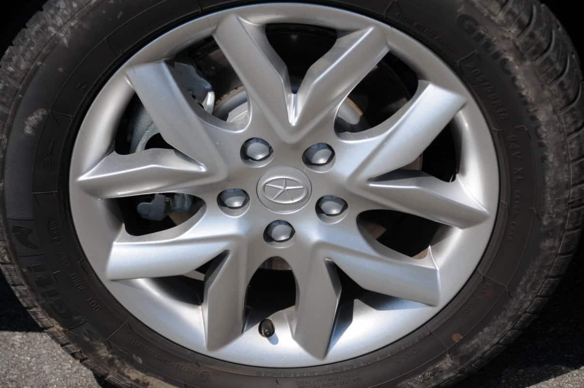 Bela arte no desenho das rodas; são cinco parafusos de fixação
