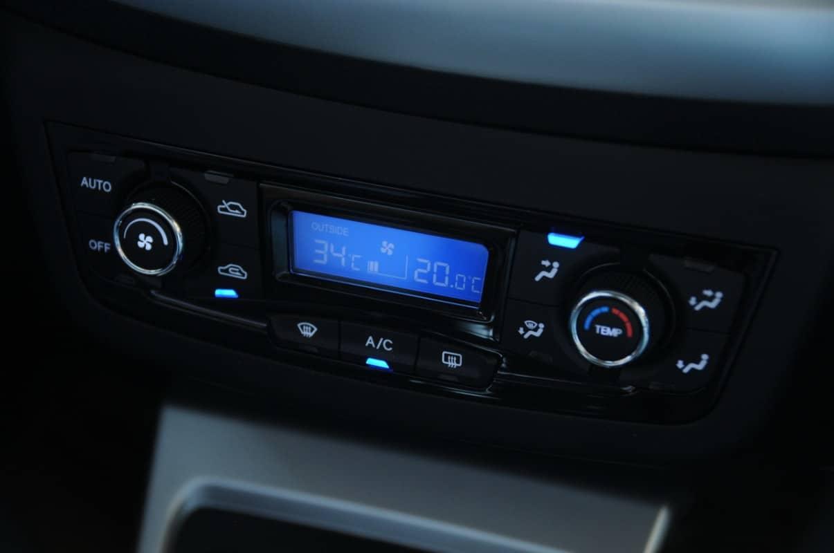 Controle do ar-condicionado automático digital