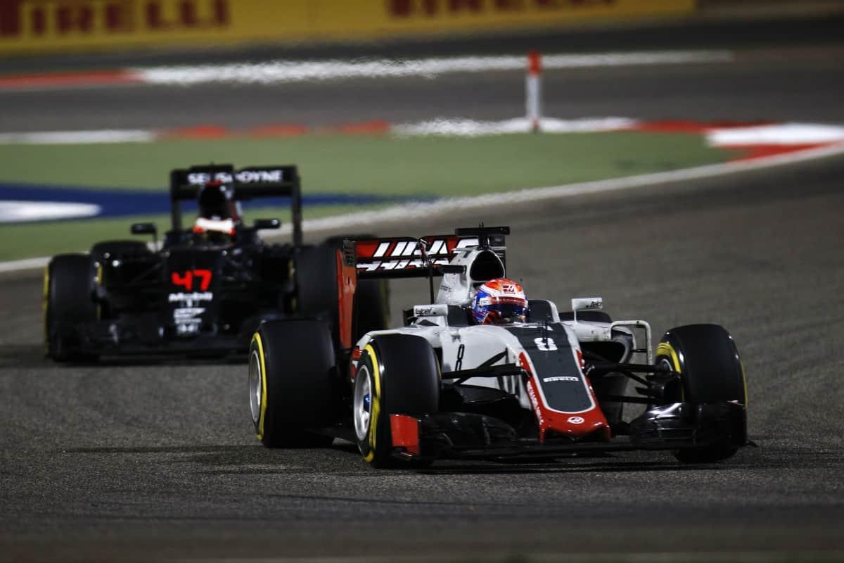Romain Grosjean foi quinto no Bahrein e surpreendeu novamente (foto HaasF1)  É JUSTO O QUE A TV FEZ COM EMERSON? RG leading the way 339 Haas