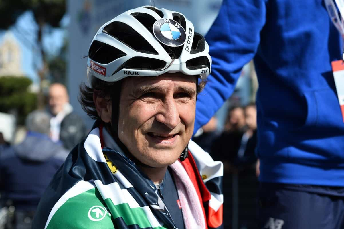 alex4 close  ALESSANDRO ZANARDI VENCE A MARATONA DE ROMA COM SEU PARACICLO alex4 close