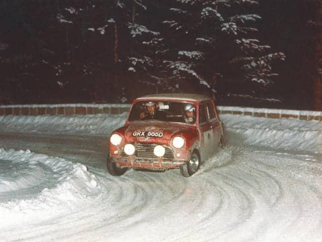 As luzes brancas custaram a desclassificação dos Minis no Rally de Monte Carlo de 1966 (Foto Bonhams)