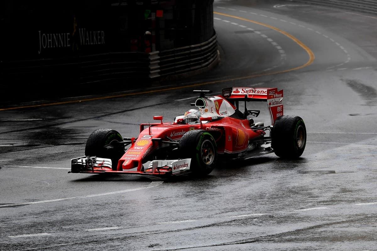 O entusiasmo e rendimento que Vettel mostrou em 2015 parece ir por água abaixo (foto Ferrari)  OS CONTRASTES DO ATLÂNTICO NORTE 20160531 F1 Monaco Vettel Ferrari