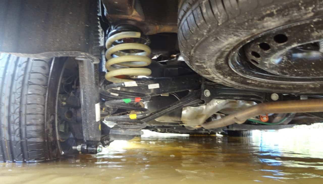 A suspensão traseira por multibraços e molas de constante variável faz tremenda diferença em relação às de eixo rígido   FIAT TORO FREEDOM 1,8 FLEX, NO USO (COM VÍDEO) TF8