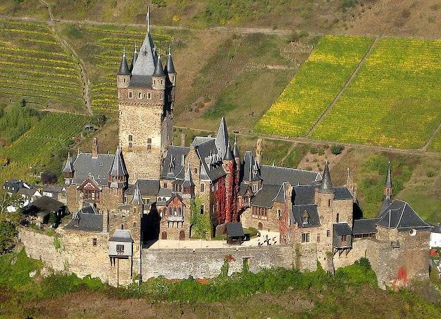 Os campos voltarão a verdejar um variado verde (castelosmedievais.blogspot.com)  A TOMADA DO CASTELO castelosmedievais